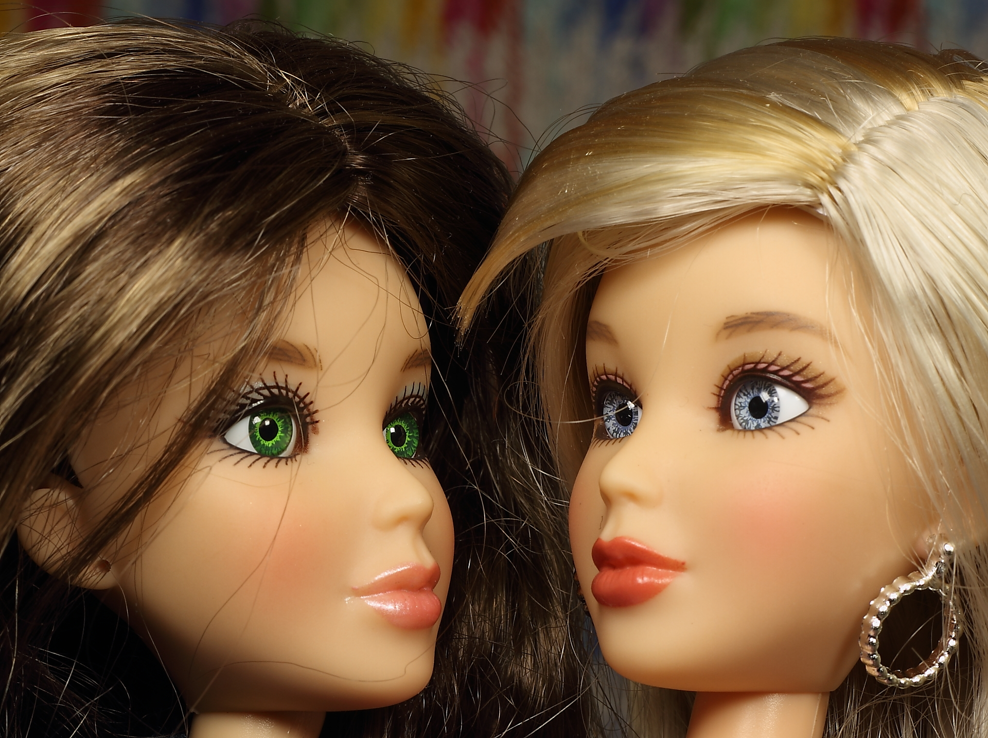 Блондинка и брюнетка весело